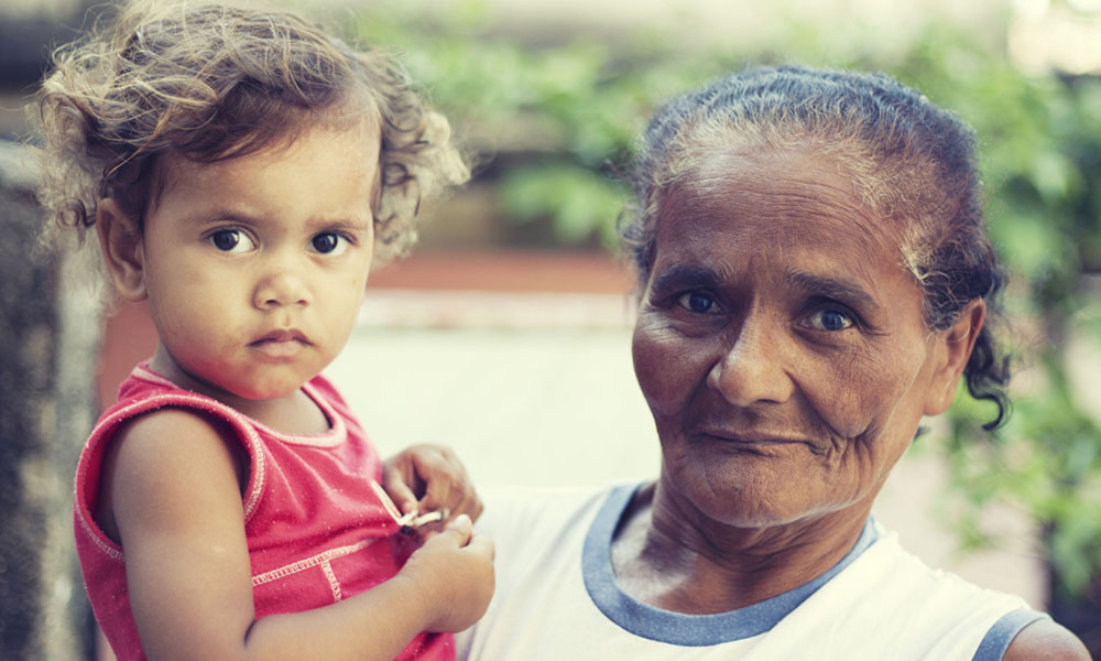 Tereza and her grandaughter, residents of Alemão