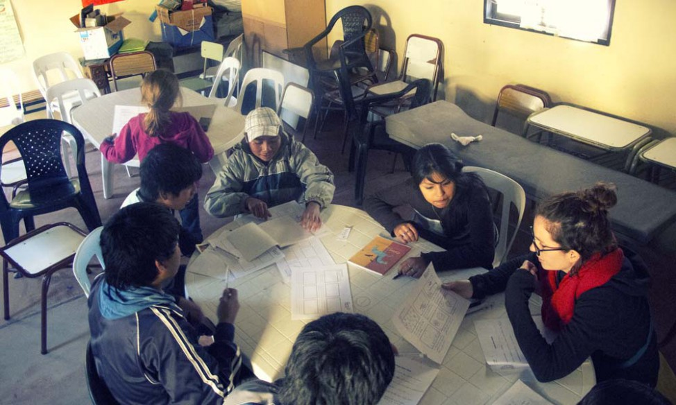 Victoria working with the Barrio Solidaridad kids
