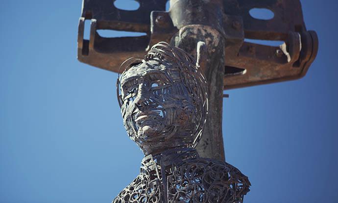 Metal face sculpture Uyuni, train graveyard