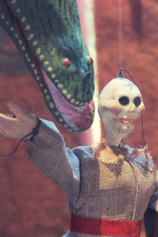 Frida puppet show