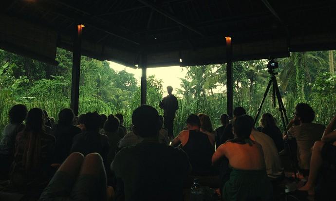 Rodolfo parle d'un baril de yoga
