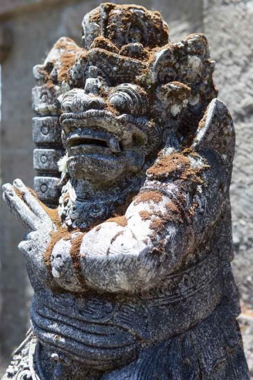 Statue at Lake Tamblingan Bali