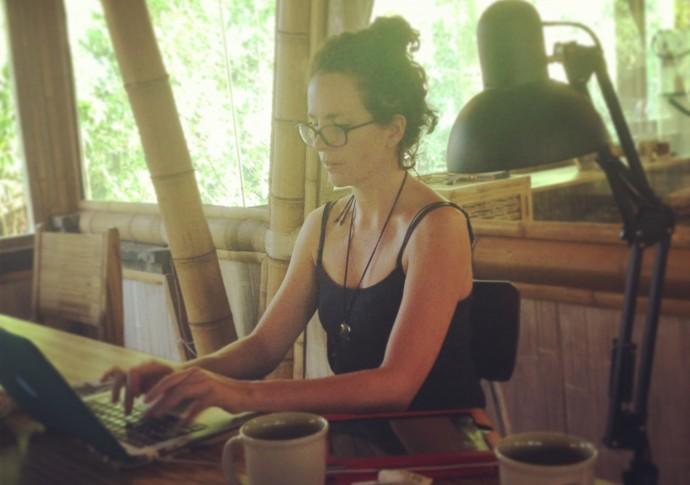 Victoria travaille à Hubud
