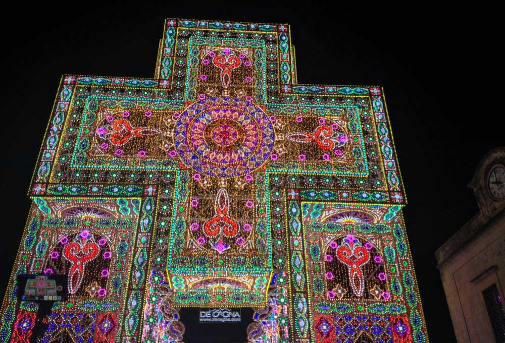 Notte delle Luci cross of lights
