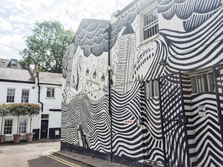 London mews Instagram places