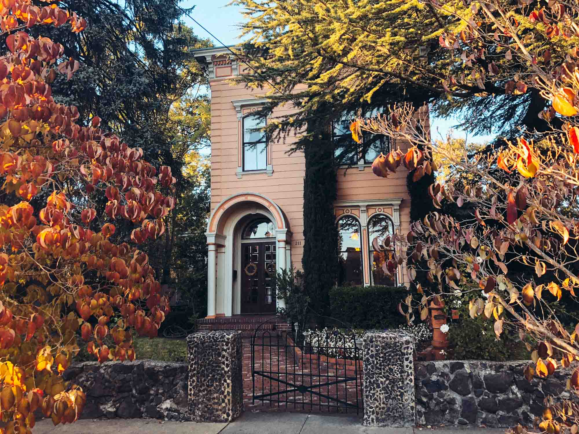 Places to stay in Sonoma: Camellia Inn, Sonooma