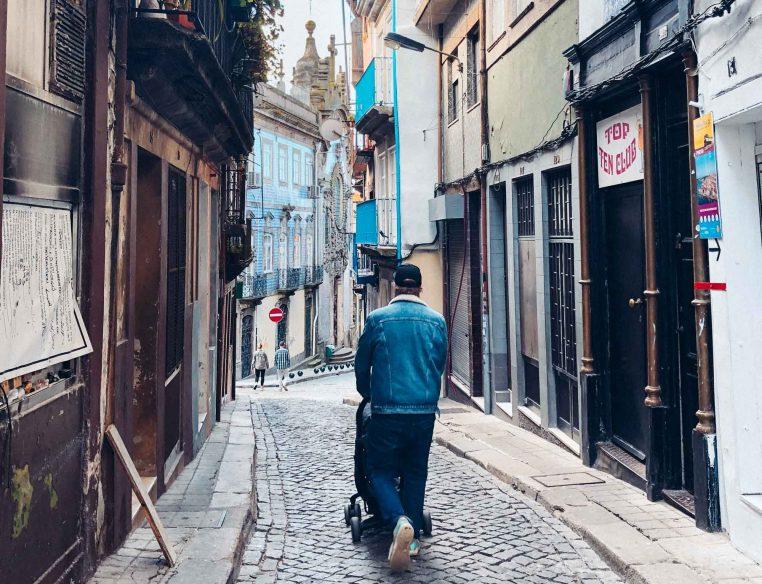Walking around Porto