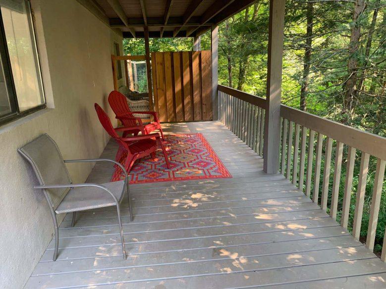 Serene studio in Weaverville