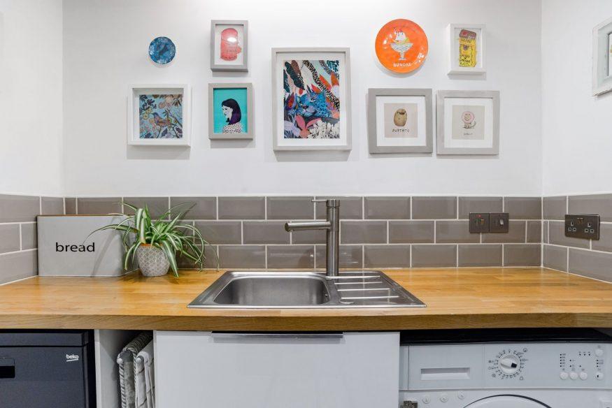 Airbnb Bristol - Hip Art Filled Flat