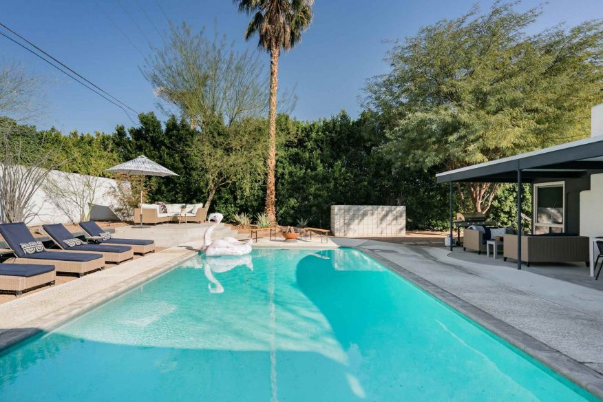 Earthy Modernist Pool Home - Airbnb Palm Springs